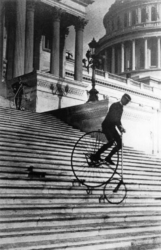 Will-Robertson-of-the-Washington-Bicycle-Club-riding-an-American-Star-Bicycle-down-the-steps-of-the-United-States-Capitol-in-1885-520x806.jpg